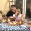 Gemütliche Brotzeit nach der Wanderung durch die Donauleite