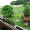 Blick vom Balkon auf Spielplatz und Spielwiese